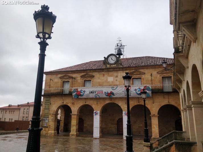 Una de las farolas de la plaza Mayor. SN