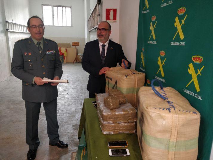 Foto 2 - Incautados 92 kilos de hachís en Matalebreras gracias a la llamada de un vecino