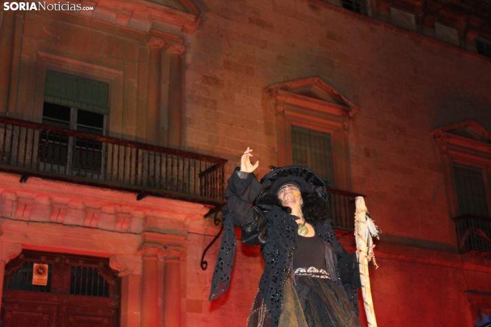 Almazán practica magia negra e invoca a sus brujas