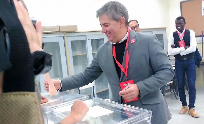 Antón, ejerciendo su voto esta mañana de 10-N.