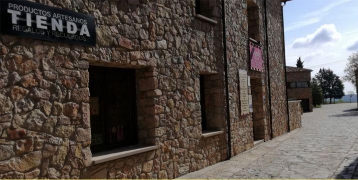 Foto 1 - El PSOE pide que las tiendas multiservicio alberguen bar y otras prestaciones
