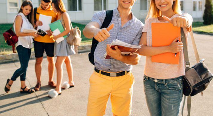 Foto 1 - Convocadas las becas universitarias para los nuevos alumnos de grado o de máster universitario oficial