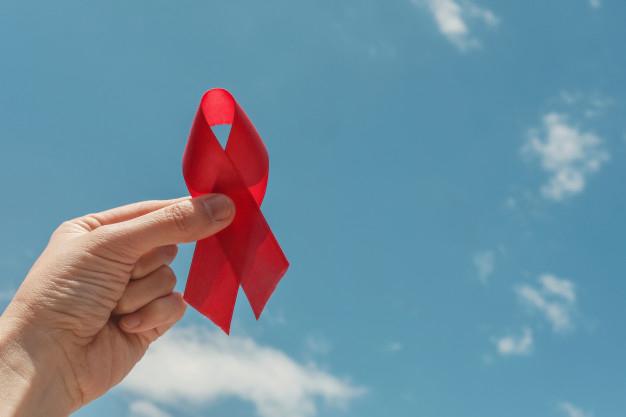 Lazo rojo, a favor de la lucha contra el sida.