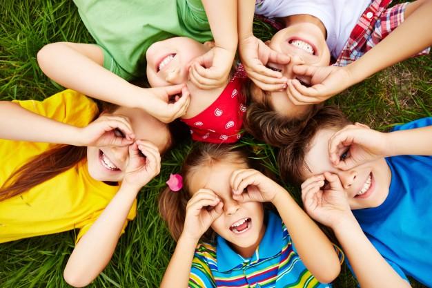 Foto 1 - Mañueco anuncia una Estrategia autonómica para luchar contra la pobreza infantil