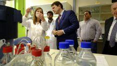 Mañueco en su visita al Centro de Automatización, Robótica y Tecnologías de la Información y la Fabricación. /Jta.
