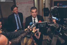 El director general de Migraciones, José Alarcón, junto al presidente de la Cámara, Alberto Santamaría, en su visita a Soria.