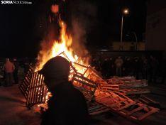 Foto 8 - Golmayo celebra Santa Bárbara al calor de la hoguera