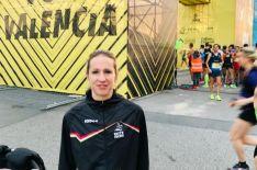 Estela Navascués, en la línea de meta de los 10K en Valencia.