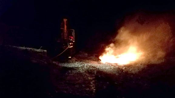 Los servicios de extinción provinciales atajando el fuego. /Dip.