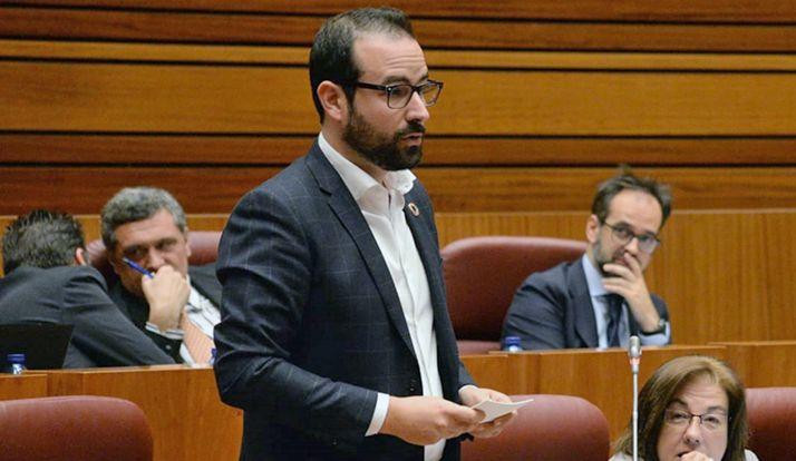 Hernández, en su intervención este martes en las Cortes regionales.