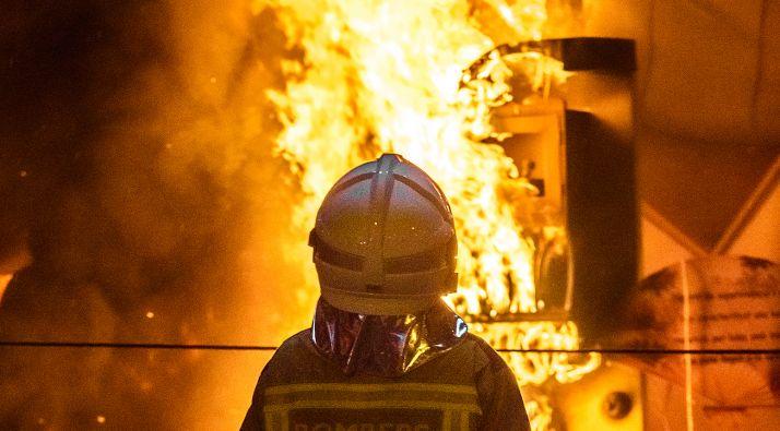 Foto 2 - AMPLIACIÓN: Arde una fábrica en Ágreda