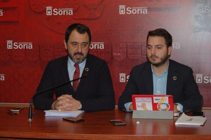 El concejal de Hacienda, Javier Muñoz, y el concejal de Acción Social, Eder García, han detallado algunos aspectos del borrador de las Cuentas Municipales 2020. Ayuntamiento de Soria
