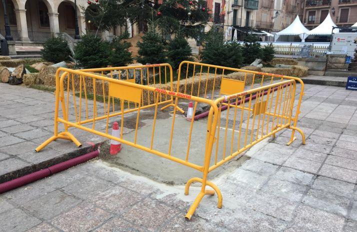 El PP critica las 'chapuceras rampas' de cemento en la plaza Mayor