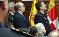 El subdelegado (izda.) y el comisario, en el acto oficial del CNP este viernes. /SN