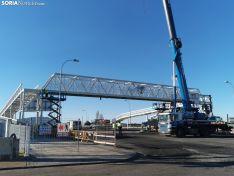 Foto 3 - La pasarela de Golmayo se completa con la colocación de la estructura volada sobre la SO-20