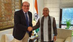 El director de Políticas Culturales con el director del Indian Council de Kerala. /Jta.