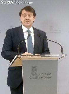 Fernádez Mañueco en su comparecencia ante los medios informativos en la 'Colmena'. /SN