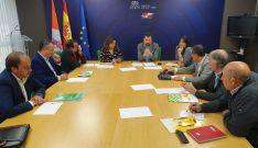 Una imagen de la reunión de los socialistas con dirigentes de las opas.
