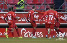 Foto 5 - Higinio pone el trabajo y Curro la clase para que el Numancia gane al Sporting (2-0)
