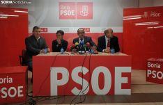Luis Rey junto a los parlamentarios nacionales socialistas.