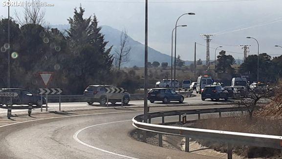 Imagen del tráfico rodado en la rotonda tras el accidente. /SN
