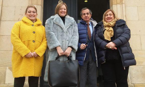María José Jiménez, (izda.), Irene Cortés, Alberto Caballero y Yolanda de Gregorio este jueves a las puertas del Palacio Provincial. /Dip