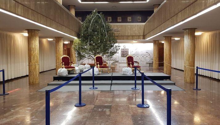 El patio de columnas del ayuntamiento espera a Sus Majestades. /SN