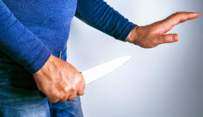 La Policía reduce a una persona en la Zona que portaba un cuchillo