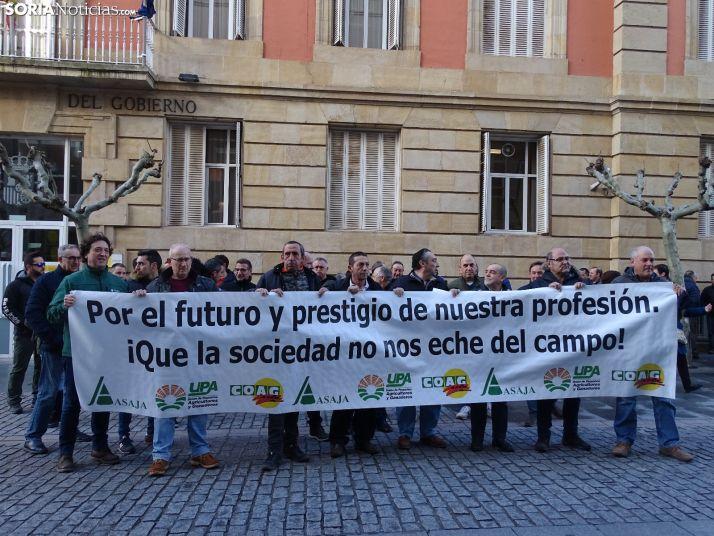 Organizaciones de Profesionales Agrarias en la protesta ante la Subdelegación del Gobierno