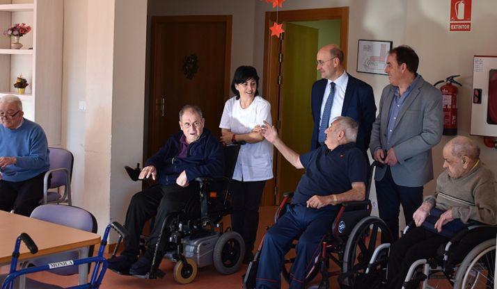 Una imagen de la visita oficial a la residencia agredeña.