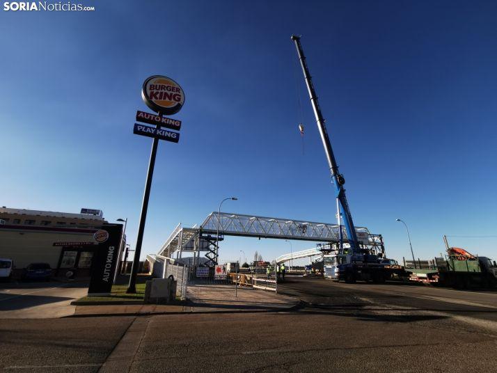 Foto 2 - La pasarela de Golmayo se completa con la colocación de la estructura volada sobre la SO-20