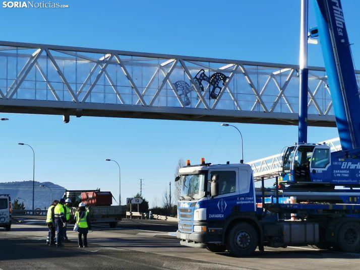 La pasarela de Golmayo se completa con la colocación de la estructura volada sobre la SO-20