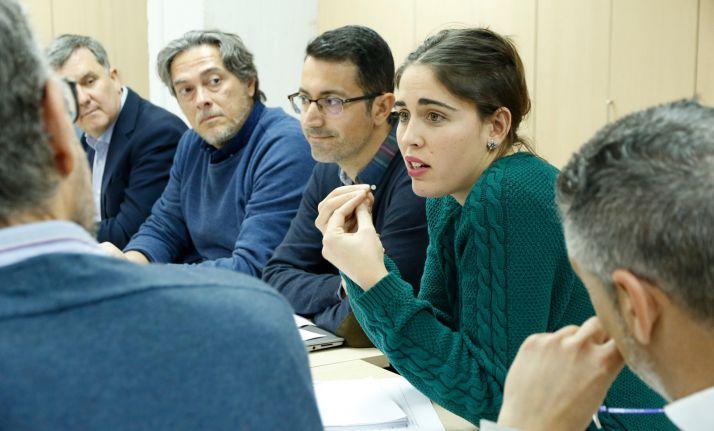 Una joven agricultora explicando a los desarrolladores qué espera de la nueva herramienta de comunicación de UPA. /Joaquín Terán