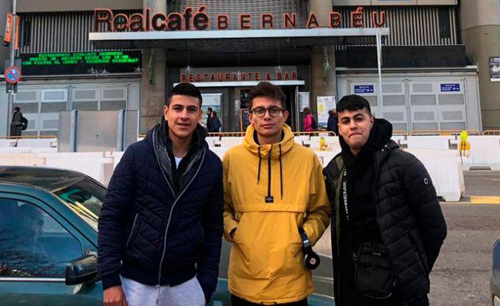 Los tres primeros jugadores en su llegada a Madrid.