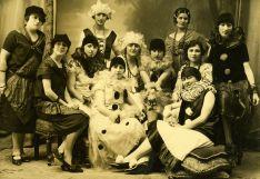 Participantes en el Baile de disfraces en 1914. /Archivo Histórico Provincial