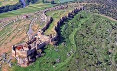 Una imagen aérea de la fortaleza medieval de Gormaz.