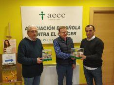 Entrega de la recaudación a la AECC de Soria.