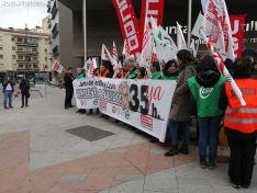 Una imagen de la concentración de este jueves ante el edificio de la 'Colmena'. /SN