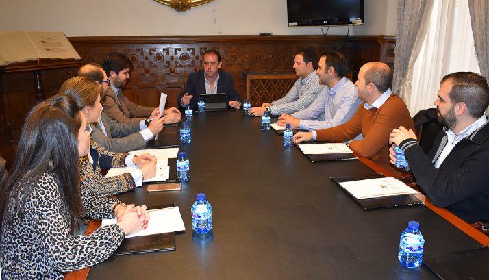 Una imagen del encuentro entre AJE y Diputación.
