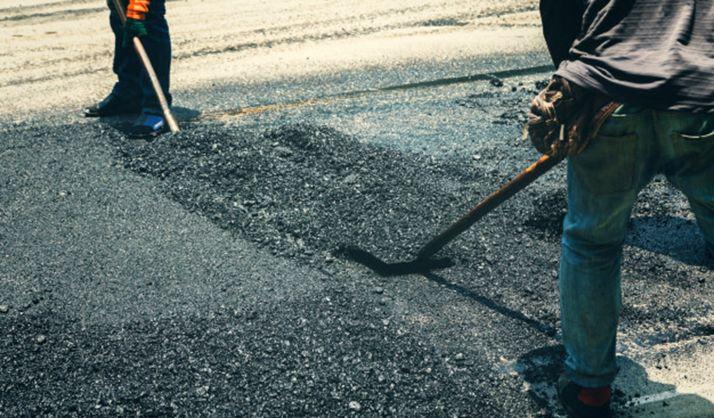 Labores de asfaltado en una carretera soriana.