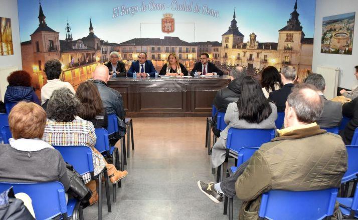 Una imagen de la reunión de empresarios con Ayuntamiento y Junta este jueves. /Jta.