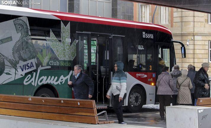 Parada central del bus en la plaza Mariano Granados. /Freddy Páez