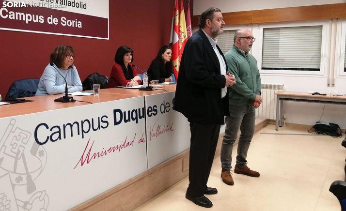 A la izquierda, D' Arrigo, Ciria y Hamodi, en la presentación de la mesa redonda oficiada por Ruiz y Latorre (dcha.). /SN