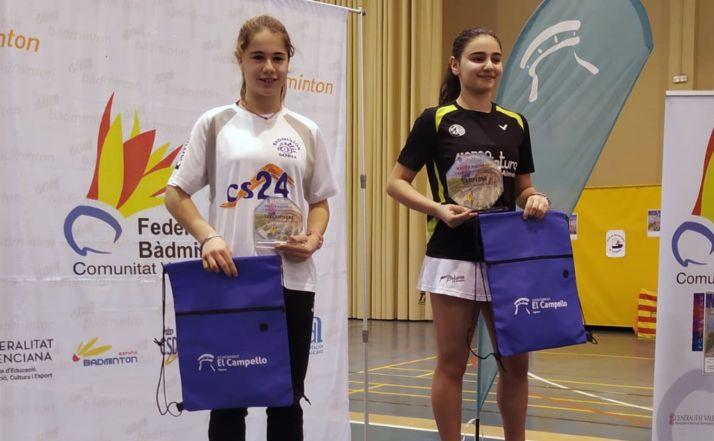 Daniela Corchón, a la izquierda, en el podio. /CBS-CS24