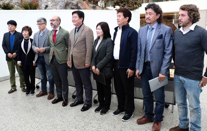 Una imagen la recepción a los representantes coreanos. /Jta.