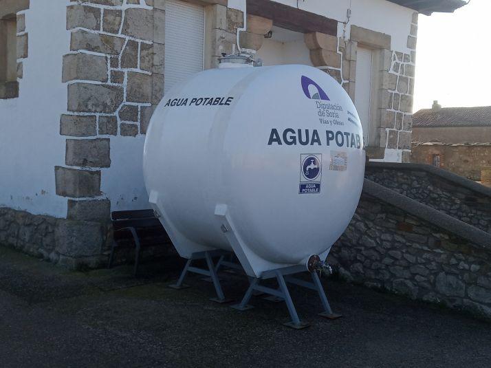 Depósito de agua instalado por la Diputación en Fuentecantos