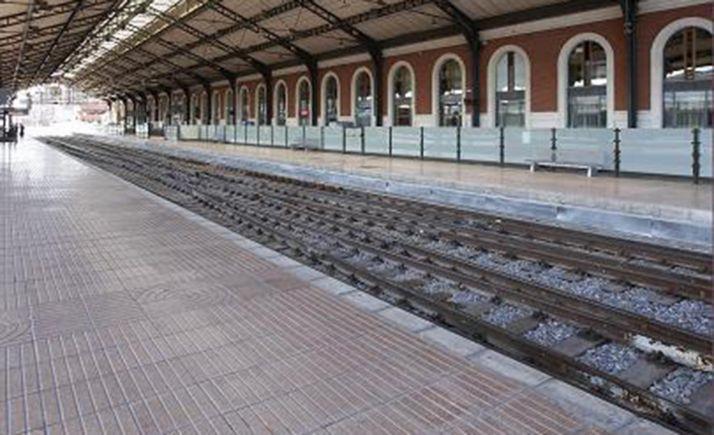 Imagen de los andenes de la estación.