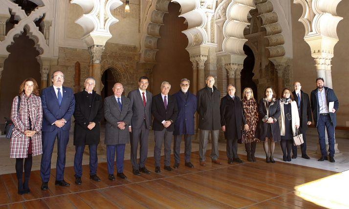 Los asistentes al encuentro en el Palacio de la Alfajería.