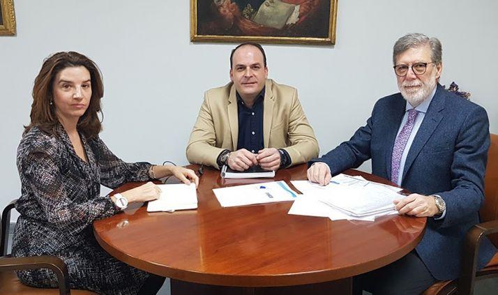 Fernández, Cobo y Aparicio, en la casa consistorial burgense.