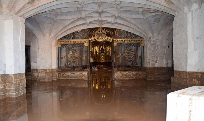 Interior de la iglesia del convento tras la riada.